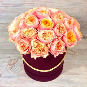 25 пионовидных роз в коробке